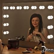 Bij deze spiegel liggen de lampen verzonken in de spiegel, erg fraai!