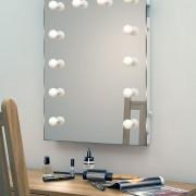 Deze visagie make-up spiegel is 60 cm breed, 80 cm hoog en 5,5 cm diep