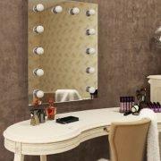De visagie spiegel wordt geheel aansluitklaar geleverd met de bijbehorende montage materialen