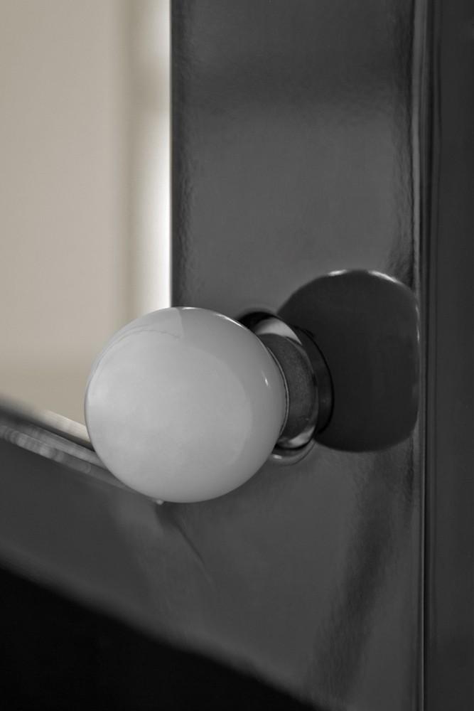 kleine make up spiegel met hoogglans zwart kader en. Black Bedroom Furniture Sets. Home Design Ideas