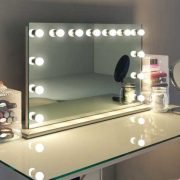 Deze spiegel is 100 cm breed en 60 cm hoog