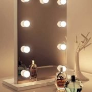 Fraai afgewerkte visagie spiegel van 45×65 cm (bxh)