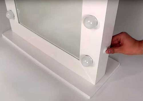 Spiegel Met Lampen : Populair model visagie spiegel met wit kader en led lampen