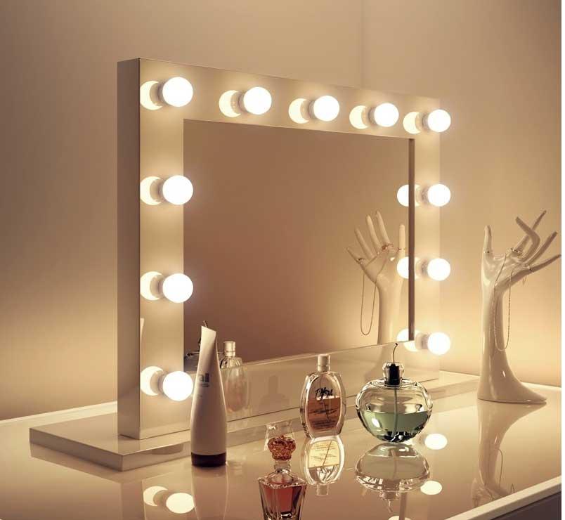 Deze grime spiegel is 80 cm breed en 60 cm hoog