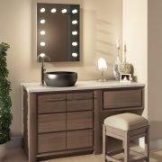 De spiegel wordt volledig aansluitklaar geleverd en is eenvoudig aan de wand te monteren