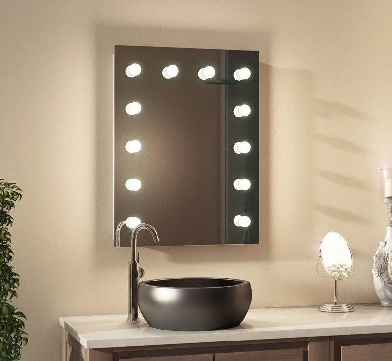 Deze fraaie theater spiegel is geschikt voor gebruik in de badkamer