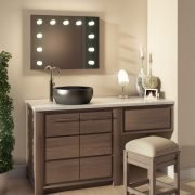 Deze theater spiegel is speciaal vervaardigd voor gebruik in de badkamer