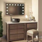 De spiegel is gebouwd op een luxe en fraai afgewerkt aluminium frame