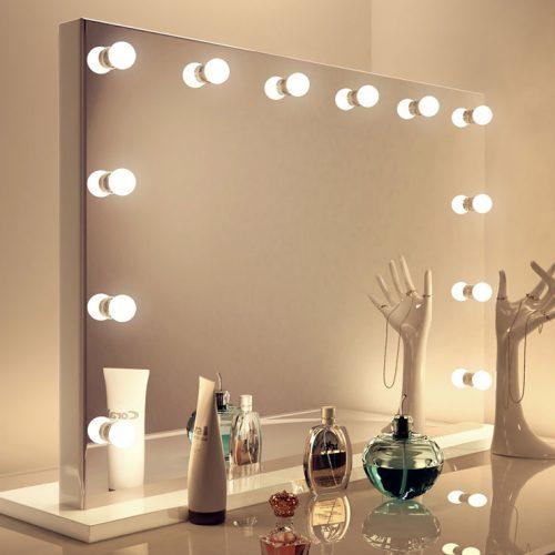Luxe design spiegel met dimbare lampen en hoogglans witte voet