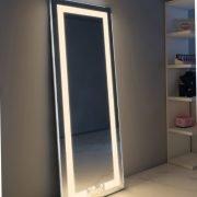 Met de knop aan de rechter zijde van de spiegel kan eenvoudig de juiste lichtkleur worden gekozen: warm wit of daglicht, handig!